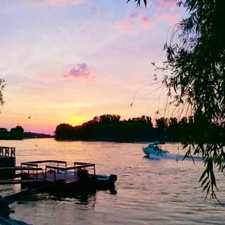 Excursie in Delta Dunarii - Barca in viteza la apus