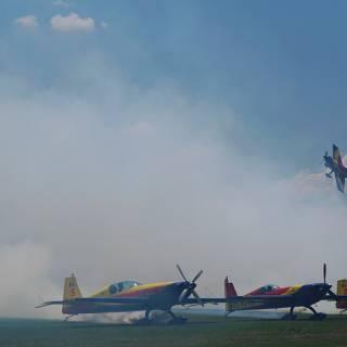 Clinceni Airshow 2015 miting aviatic - Hawks of Romania zbor prin fum