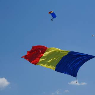 Clinceni Airshow 2015 miting aviatic - parasutistii Blue Wings Romania tricolor