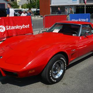 Retro American Muscle Cars - Chevrolet Corvette rosu