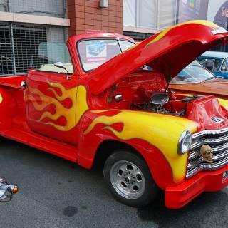 Retro American Muscle Cars - camioneta cu flacari pictate