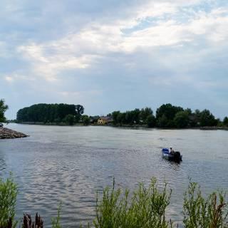 Excursie in Delta Dunarii - La pescuit in Crisan